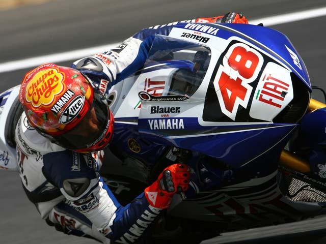 Valentino Rossi (Yamaha), victoria y liderato. Iguala las 90 victorias de Nieto