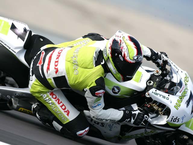 El regalo de Carlos Checa (Honda) a FGSports