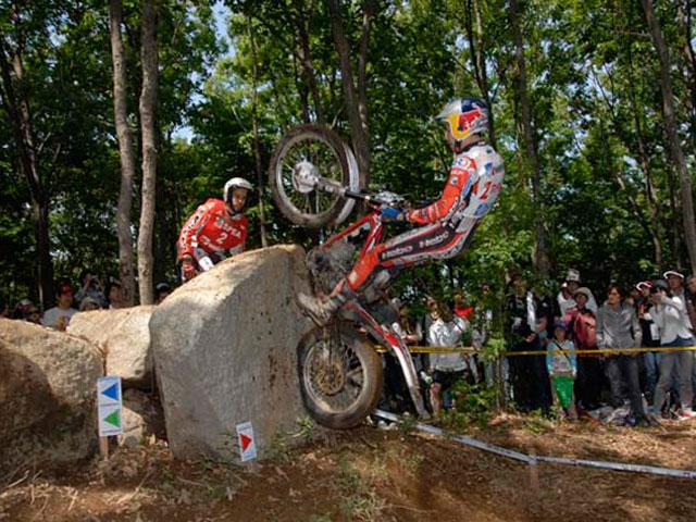 Toni Bou (Montesa Honda), doble victoria en el Trial de Japón