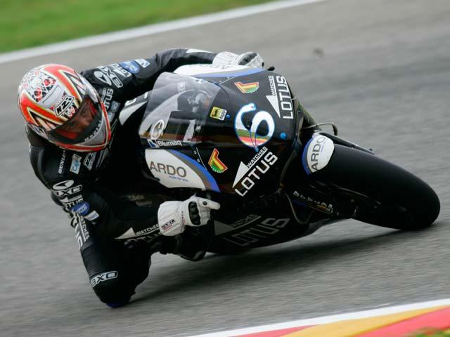 Imagen de Galeria de Simoncelli y Gilera, victoria en el GP de Italia. Debón (Aprilia), segundo