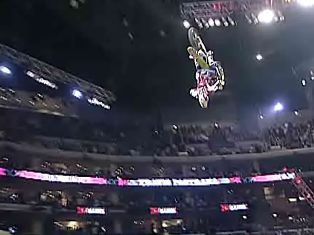 Pastrana realiza un doble backflip