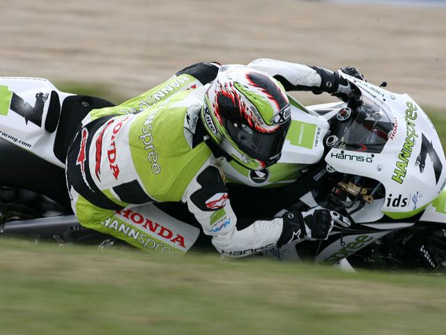 Haga y Yamaha, doblete en superbike. Checa (Honda), cuarto