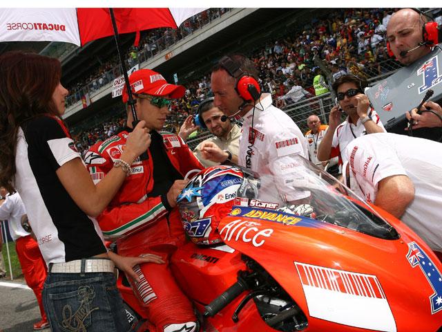 Rossi, Lorenzo y Stoner antes del Gran Premio de Gran Bretaña