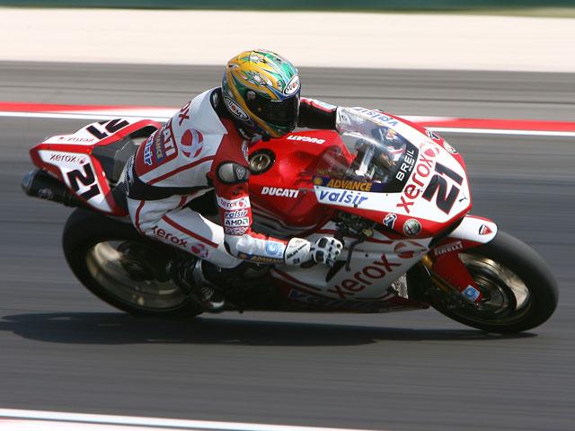 Rubén Xaus logra una sonada victoria con su Ducati no oficial