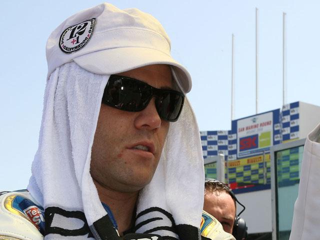 Los españoles contra Troy Bayliss en Brno