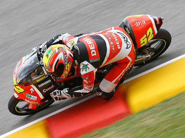 Rossi, Lorenzo y Pesek sacan sus armas