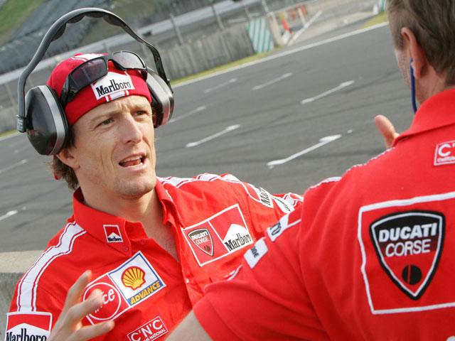 Melandri seguirá siendo piloto Ducati en Brno