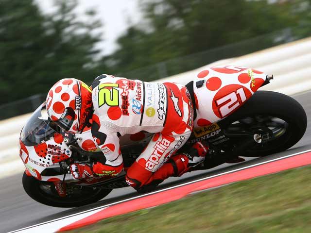 Stoner (Ducati), Barberá (Aprilia) y Talmacsi (Aprilia), al frente en San Marino