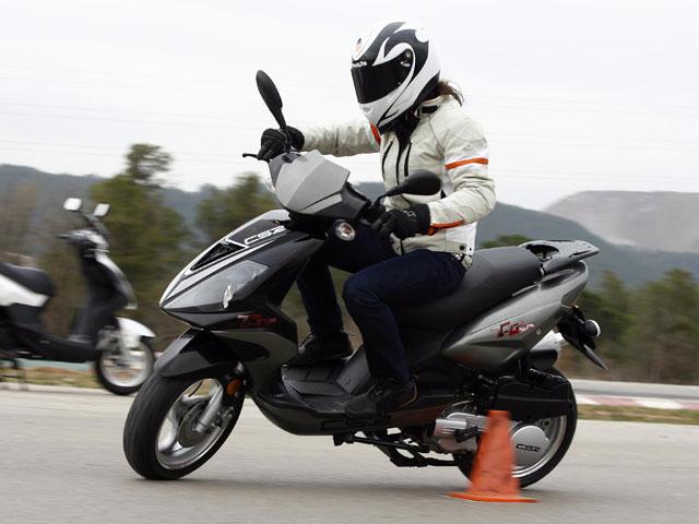 Imagen de Galeria de Tráfico no examina en septiembre del nuevo carné de moto
