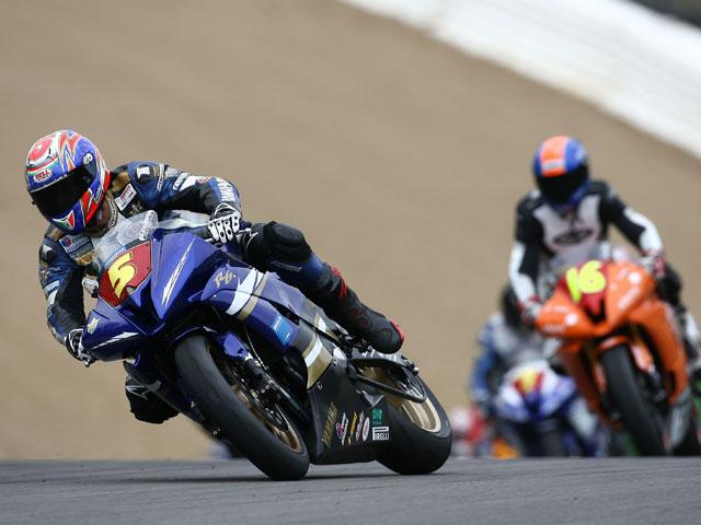 Simeon (Suzuki) y Bussolotti (Yamaha) ganan en STK
