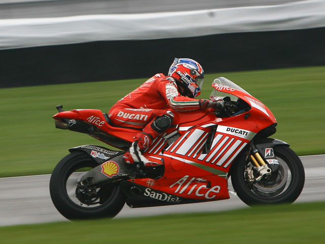 Rossi (Yamaha) logra la segunda pole de la temporada. Lorenzo saldrá tercero