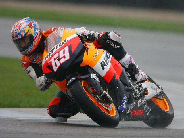 Valentino Rossi (Yamaha) vence a la tormenta de Indianápolis