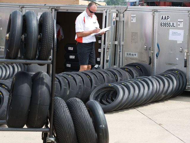 Imagen de Galeria de Ya es definitivo, monogoma en MotoGP 2009