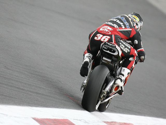 Troy Bayliss (Ducati) no puede fallar en Magny Cours