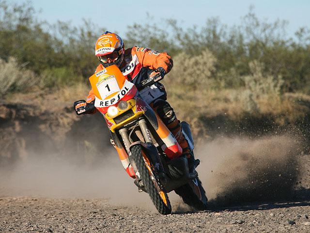 Marc Coma prueba la nueva KTM Rally en Túnez