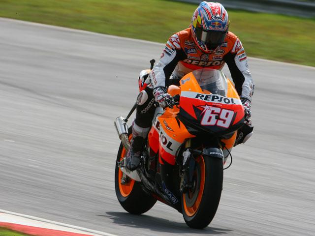 Valentino Rossi (Yamaha) vence el Gran Premio de Malasia. Pedrosa, segundo