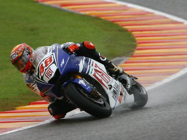 Hayden (Honda), intratable en un circuito de Cheste empapado