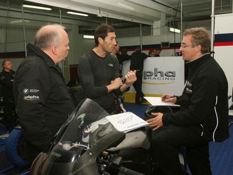 Xaus y Corser se estrenan con la BMW S 1000 RR en Cheste