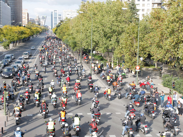 """""""En moto, menos CO2. No a la discriminación"""""""