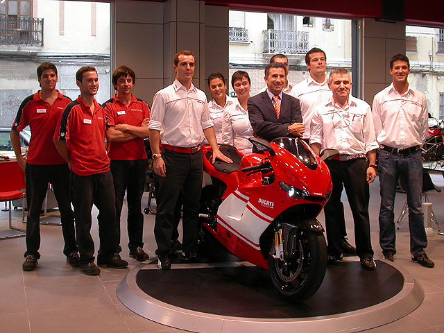 Imagen de Galeria de Aspar se hace con una Ducati D16RR