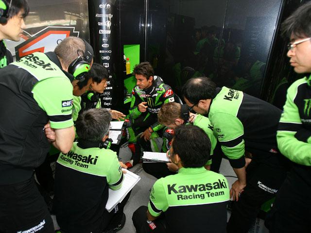 Imagen de Galeria de Capirossi (Suzuki) marca el ritmo y mejora Melandri (Kawasaki)