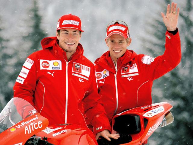 Stoner y Hayden presentan la Ducati Desmosedici GP9