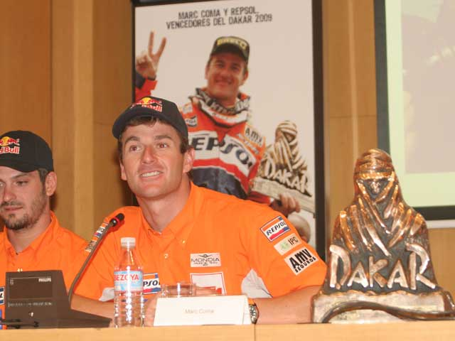 Marc Coma (KTM) llega a España con su segundo trofeo del Dakar