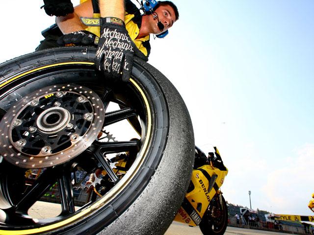 Zacatín no montará los neumáticos Dunlop en el CEV