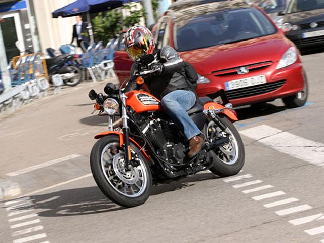 Las motos infractoras en Barcelona serán grabadas en vídeo