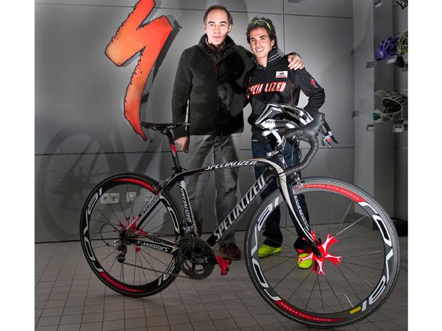 Toni Elías entrena con la bici de Paolo Bettini