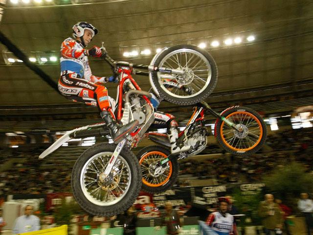 Toni Bou (Montesa) vence el Trial Indoor de Barcelona