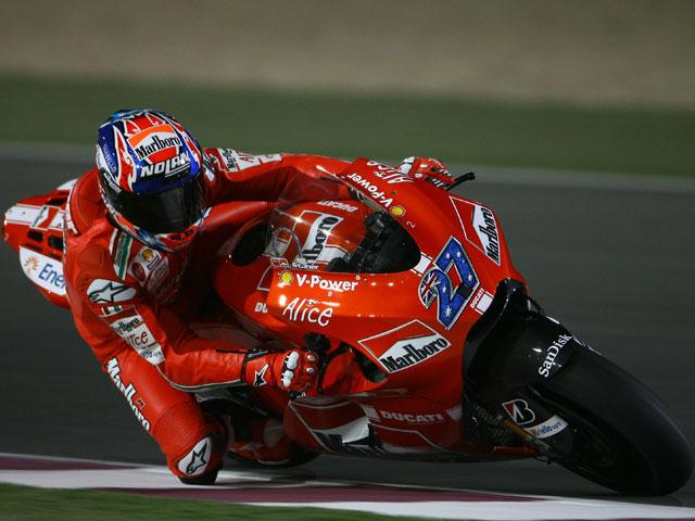 Imagen de Galeria de Casey Stoner con Ducati, mejor tiempo en Qatar; Rossi, segundo.