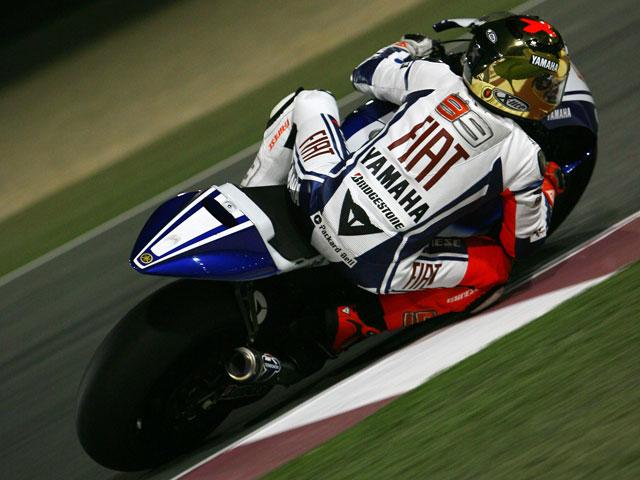 Casey Stoner con Ducati, mejor tiempo en Qatar; Rossi, segundo.