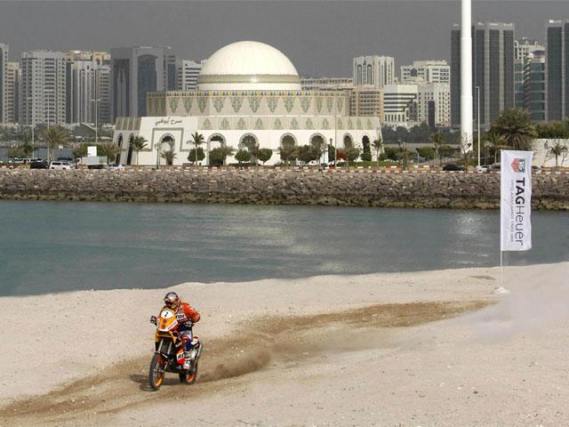Marc Coma (KTM) comienza con una segunda posición en Abu Dhabi