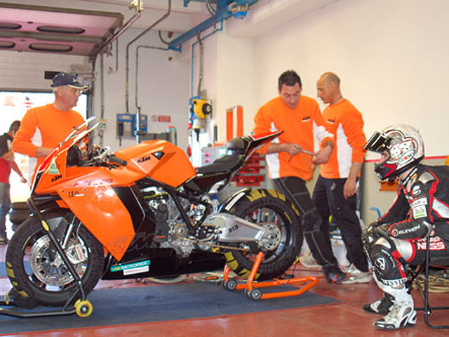 Imagen de Galeria de Giugliano (MV Agusta) y Petrucci (Yamaha), poles en Superstock