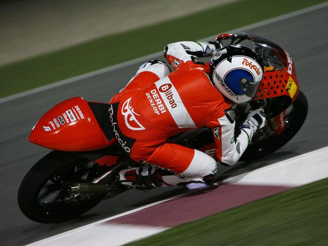Iannone, por delante de Julián Simón, vence una carrera a cuatro vueltas