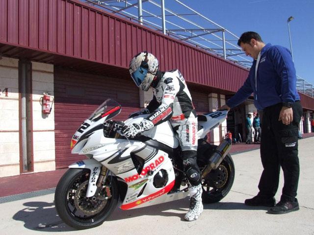 Suzuki Motorrad con webcam en su box