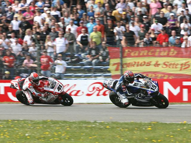 Imagen de Galeria de Spies (Yamaha) arrebata la victoria a Haga (Ducati) en la última vuelta