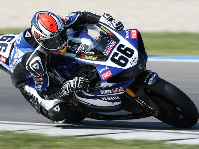 Spies (Yamaha) arrebata la victoria a Haga (Ducati) en la última vuelta