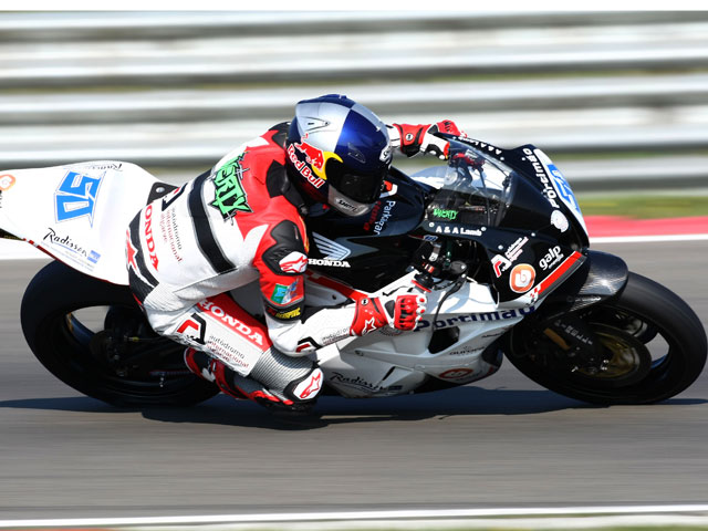 Joan Lascorz con Kawasaki se sube al podio de Supersport