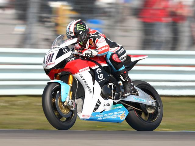 Imagen de Galeria de Haga (Ducati) se impone sin Spies (Yamaha) en la pista
