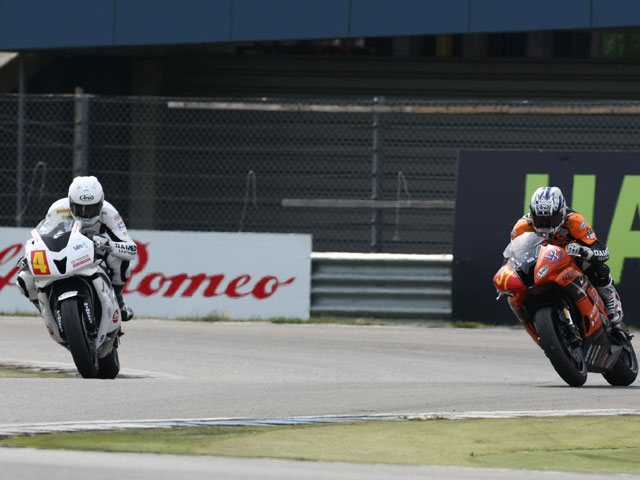 Forés (Kawasaki) roza el podio en Superstock 1000