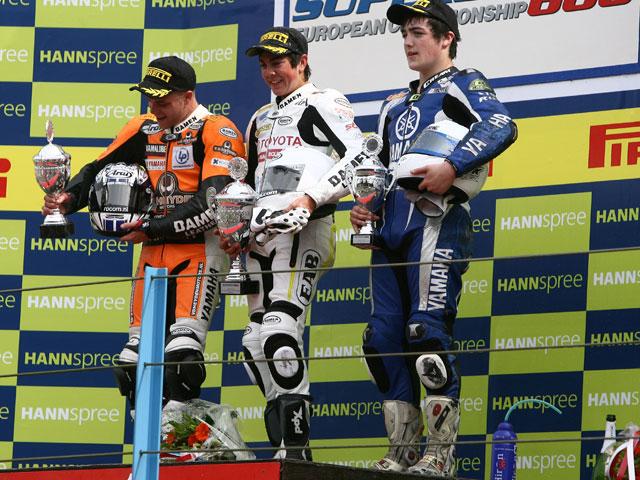 Imagen de Galeria de Forés (Kawasaki) roza el podio en Superstock 1000