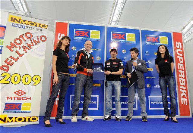 Aprilia RSV4 Factory, Moto Deportiva del Año 2009