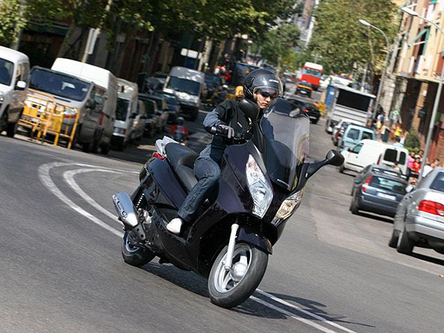 Imagen de Galeria de Multas de 150 euros y tres puntos por conducir sin casco