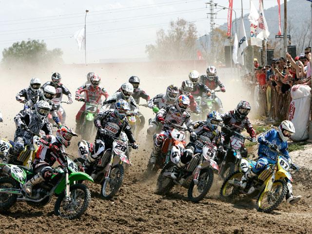 Alvaro Lozano sorprende en el motocross de Alhama de Murcia