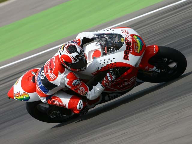 Aoyama se lleva la victoria del Gran Premio de Assen. Caída de Bautista