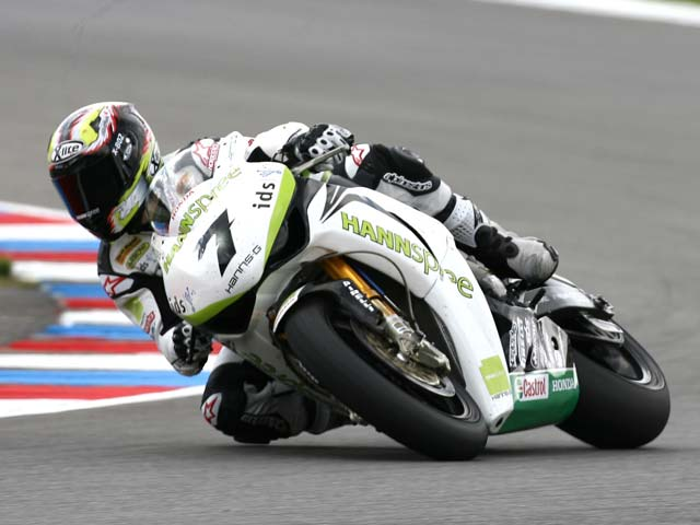 Primera victoria de Max Biaggi con Aprilia en el Mundial de Superbike