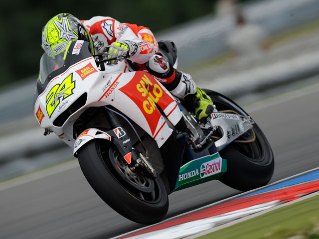 Rossi, pole y caída en el GP de Brno. Lorenzo 2º.