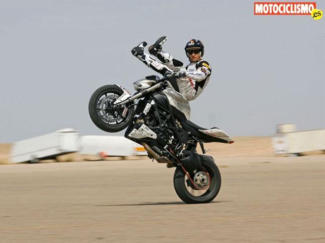 La Ducati Streetfighter en manos de Emilio Zamora